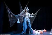 La petite sirène dans « Pourquoi Blanche Neige ne se réveille pas, et autres contes recyclables », spectacle pour enfants au Théâtre de la Contrescarpe