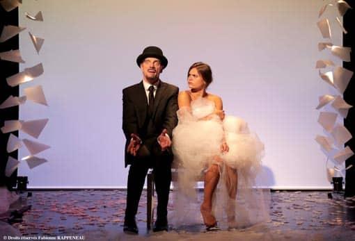 """Anaïs Yazit en danseuse et Elliot Jenicot dans """"Je m'appelle Erik Satie comme tout le monde """" au Théâtre de la Contrescarpe à Paris"""