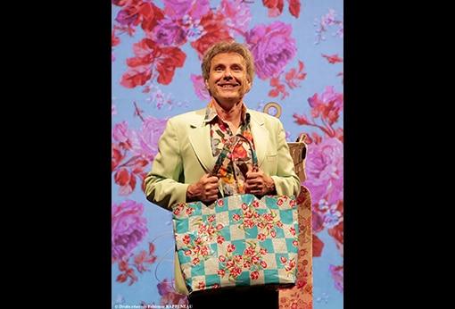 """One man show humoristique """"En mode souci"""" de Philippe Fertray au Théâtre de la Contrescarpe : sketch """"non essentiel"""""""